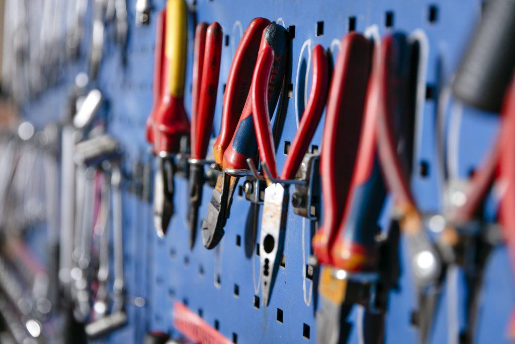 Kuvassa työkaluja